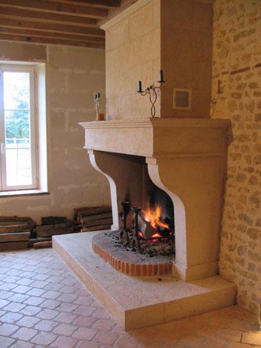 l 39 atelier de la pierre artisan tailleur de pierre nos chemin es en pierre. Black Bedroom Furniture Sets. Home Design Ideas