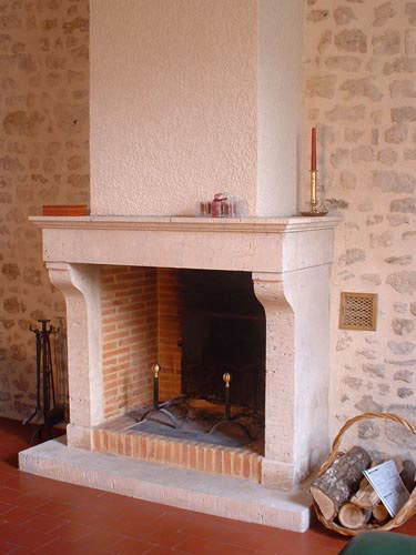 simple exemple de ralisations de luatelier de la pierre nos chemines with chemine en pierre. Black Bedroom Furniture Sets. Home Design Ideas